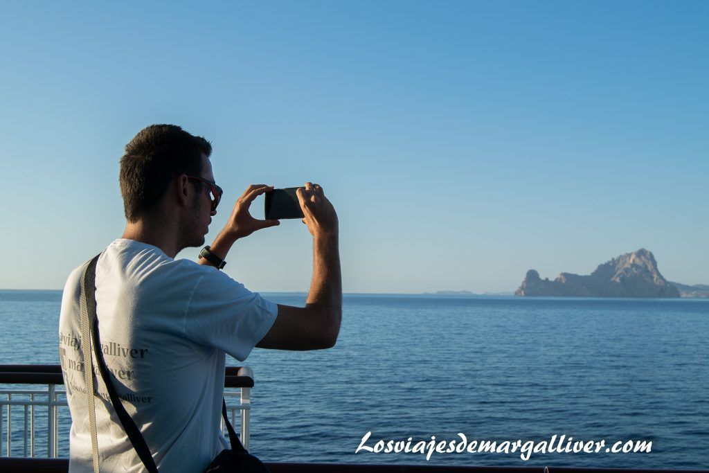 fotografiando Vedrá , Ibiza desde el Bahama Mama de Baleària